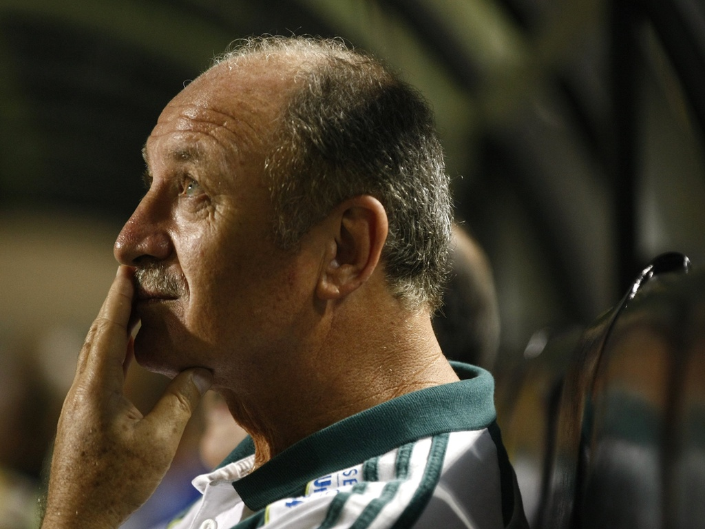 Luiz Felipe Scolari aguarda o incio da partida entre Palmeiras e Paulista