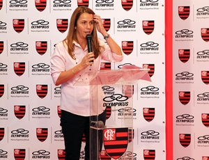 Patricia Amorim, presidente do Flamengo, ainda não se reuniu com a Record e pode sofrer pressão