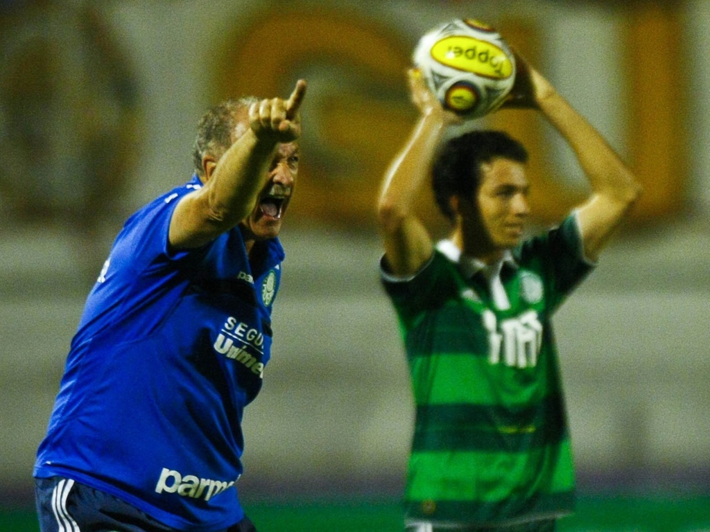 Luiz Felipe Scolari, o Felipo, comanda o Palmeiras na partida contra o So Bernardo