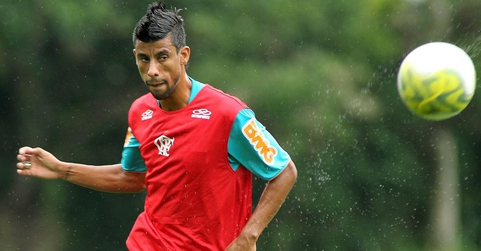Leonardo Moura no treinamento do Flamengo no Ninho do Urubu (09/03/2011)
