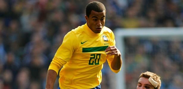 Treino da seleção será no CT corintiano. Lucas vislumbra jogar com Ronaldo