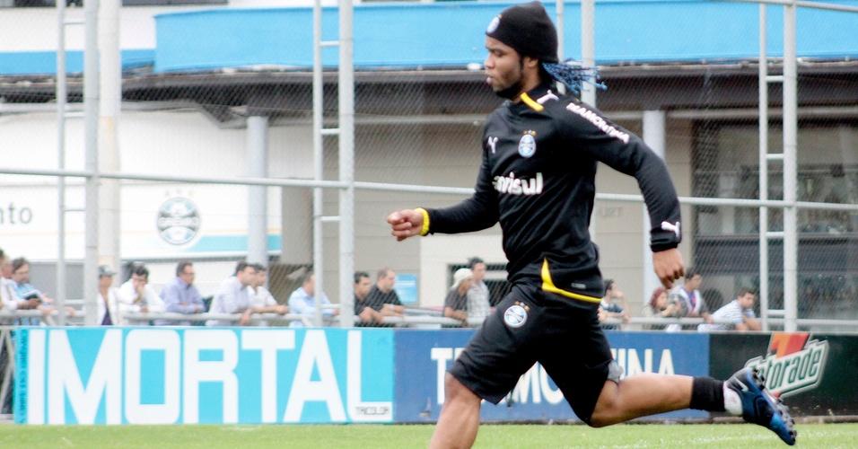 Carlos Alberto, recuperado, volta aos treinamentos no Grêmio (28/12/2011)