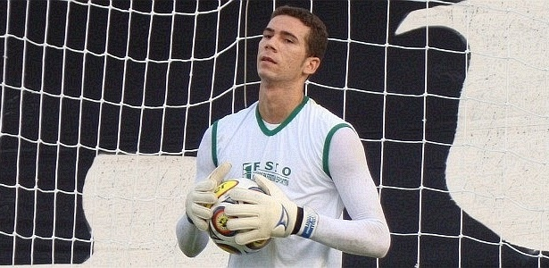 Welligton, goleiro do ABC, durante treinamento