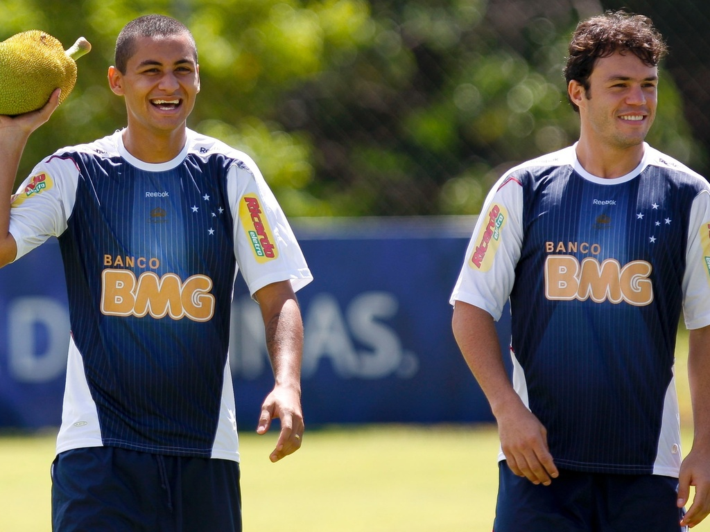 Wellington Paulista (e) e Kleber em foto do treino do Cruzeiro em 2009