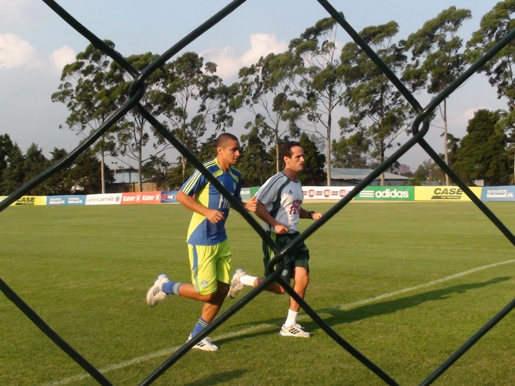 Wellington Paulista corre na Academia de Futebol do Palmeiras com o preparador fsico Marco Aurlio Schiavo