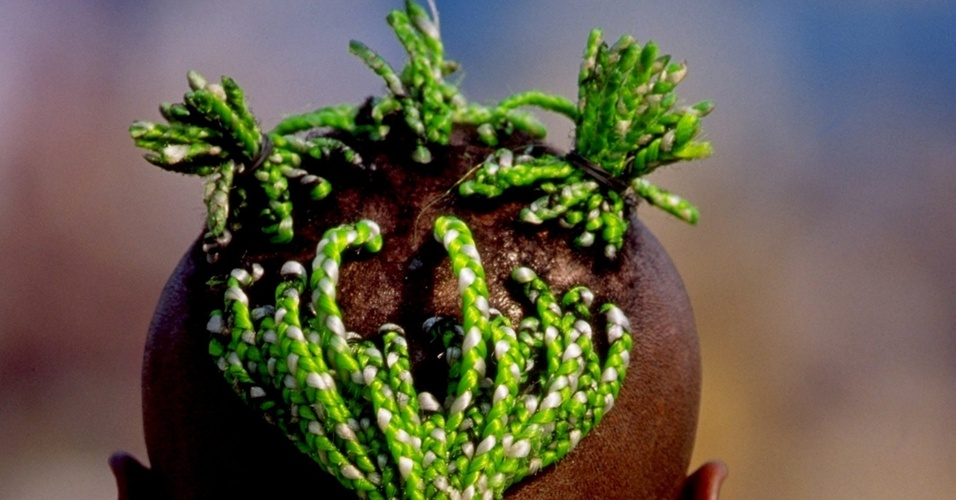 Taribo West exibe penteado extico durante a partida contra a Tunsia pela Copa Africana de Naes (23/01/2000)