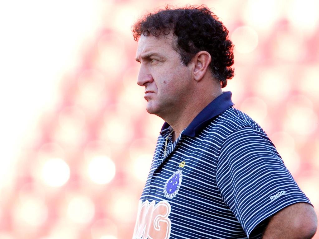 Cuca durante goleada do Cruzeiro sobre o América-TO por 5 a 1 (1/5/2011)
