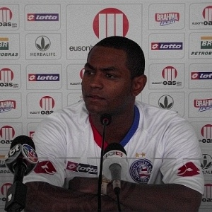 Jbson  apresentado como novo reforo do Bahia (04/05/2011)