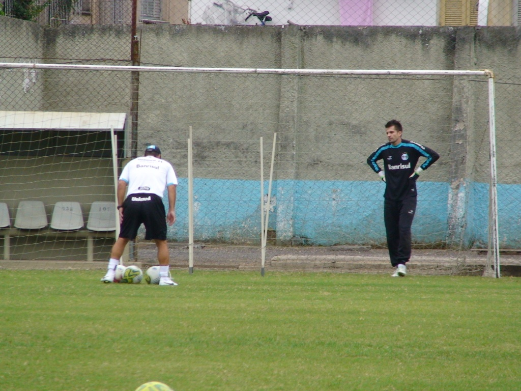 Goleiro Victor retoma os treinamentos normais no Grmio (10/05/2011)