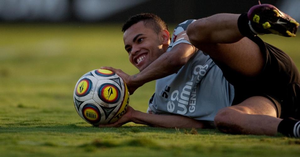 Dentinho participa de treino do Corinthians no CT Joaquim Grava (06/05/2011)
