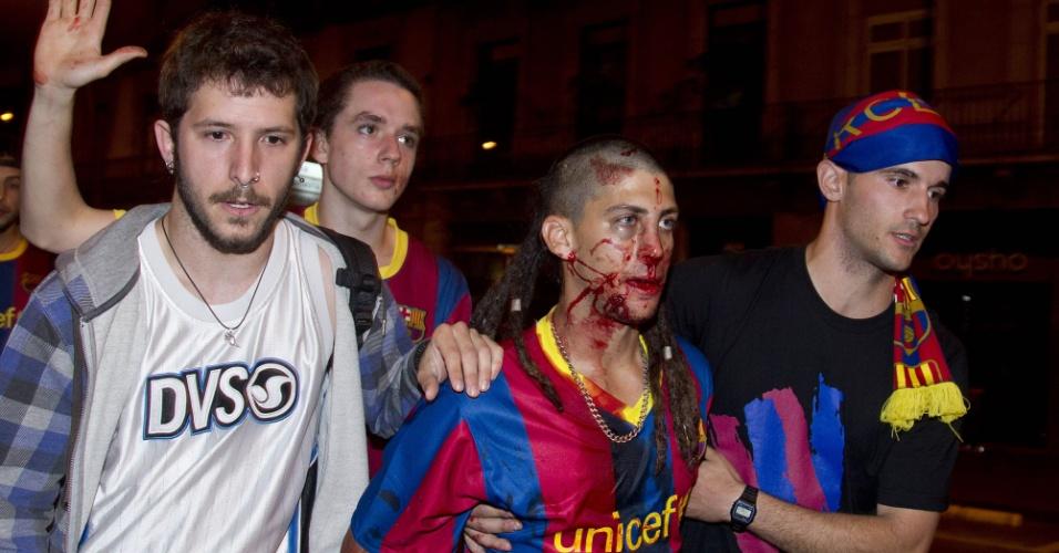 Torcedor do Barcelona fica ferido em confusão na comemoração pelo título da Liga dos Campeões