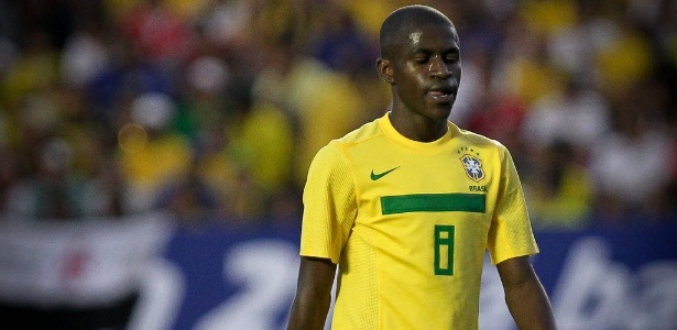 Volante Ramires, do Chelsea, volta &#224; sele&#231;&#227;o brasileira para jogo contra a Su&#233;cia