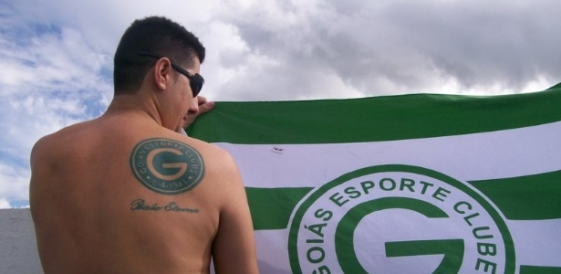 Nelson Soares de Camargo Junior fez uma tatto nas costas: