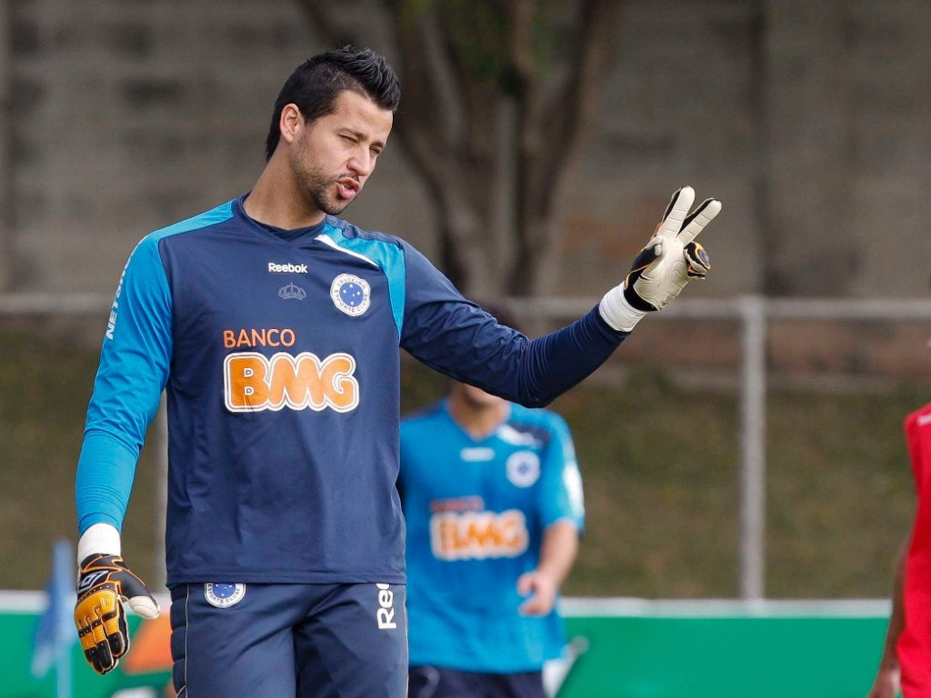 Goleiro Fbio durante treino do Cruzeiro na Toca da Raposa II (23/6/2011)