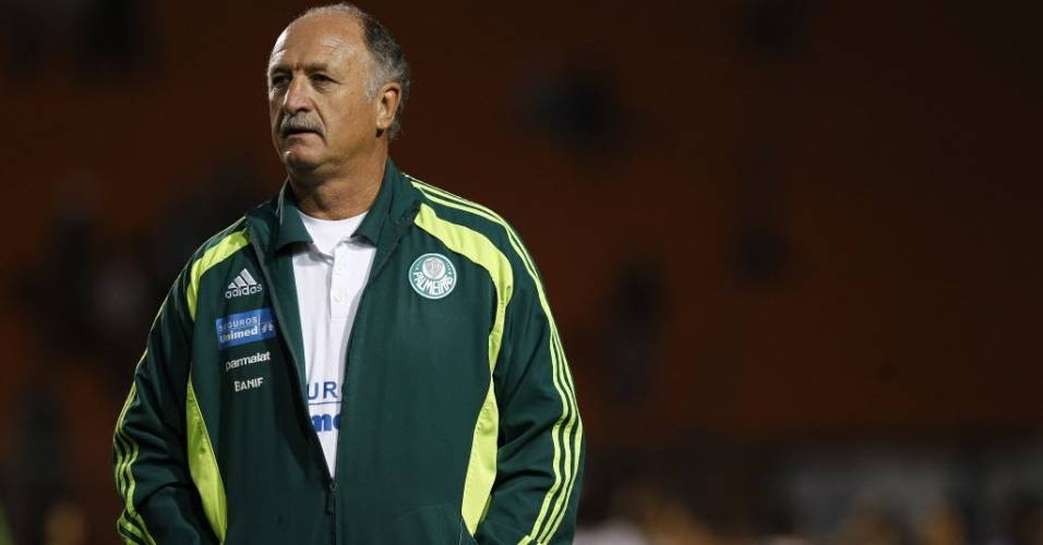 Tcnico Luiz Felipe Scolari acompanha o clssico entre Palmeiras e Santos (10/07/11)
