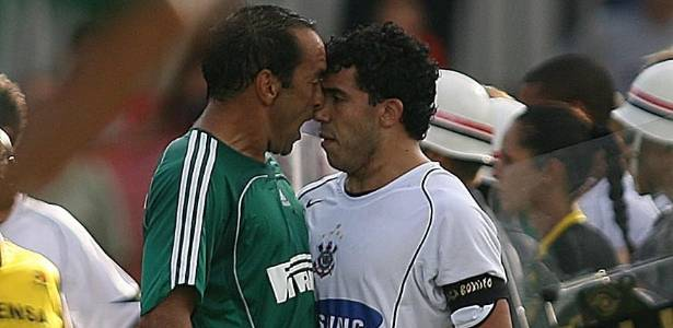 Edmundo e Tevez se estranham durante clssico entre Palmeiras e Corinthians