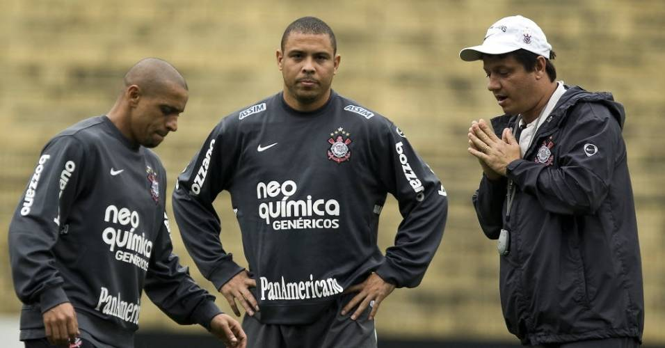 Roberto Carlos, Ronaldo e Adilson Batista no Corinthians
