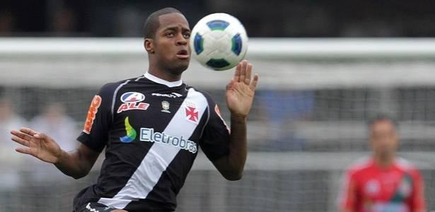 Dedé domina a bola durante a vitória do Vasco sobre o São Paulo (31/07/2011)