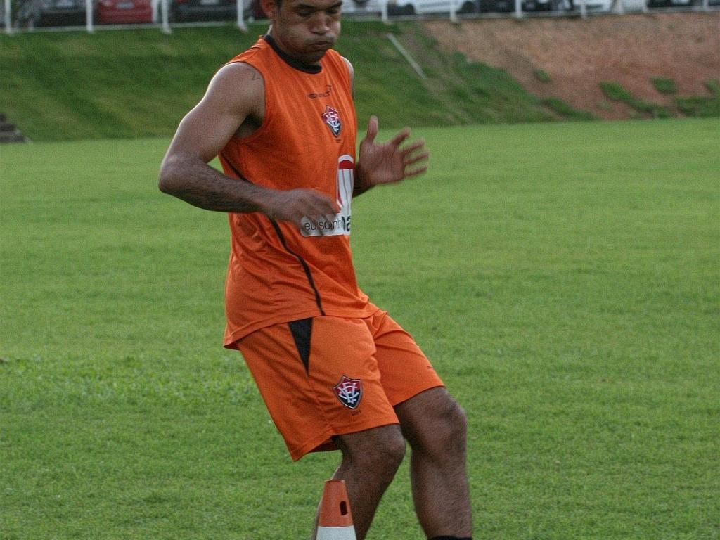 Fábio Santos, novo atacante do Vitória, treina na Toca do Leão