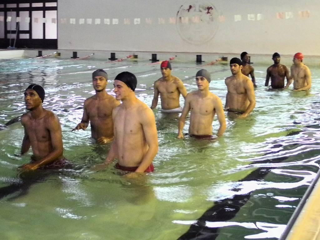 Jogadores do Inter realizam trabalho na piscina no primeiro treino aps derrota no Gre-Nal (29/08/2011)
