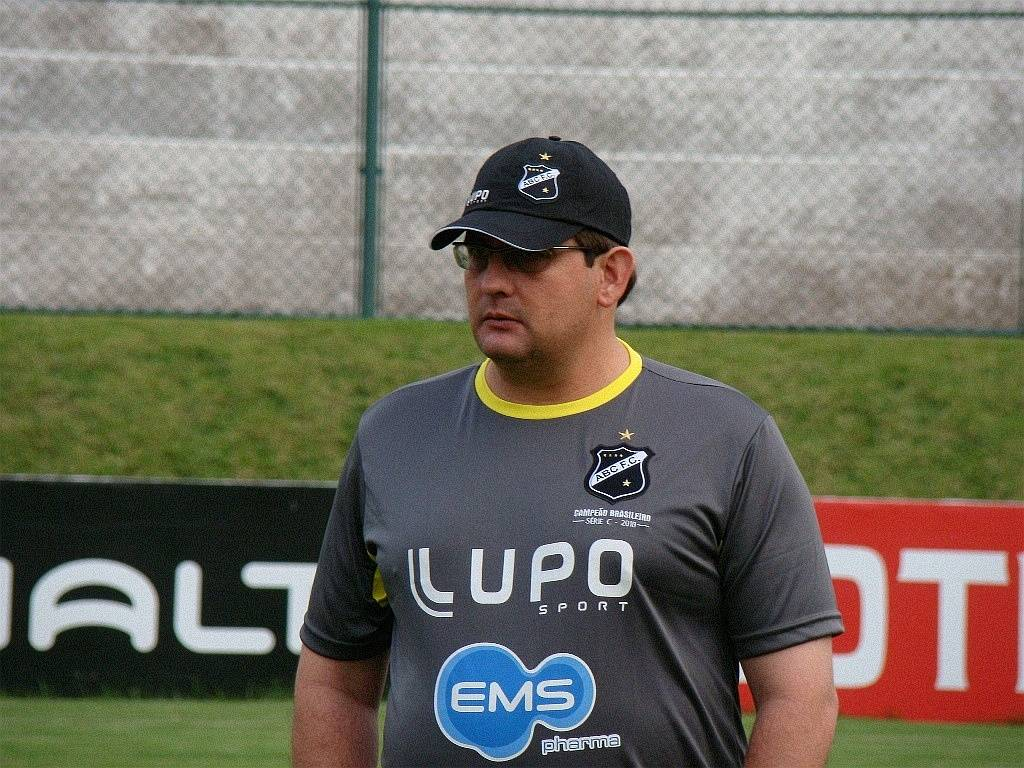 Guto Ferreira, técnico do ABC