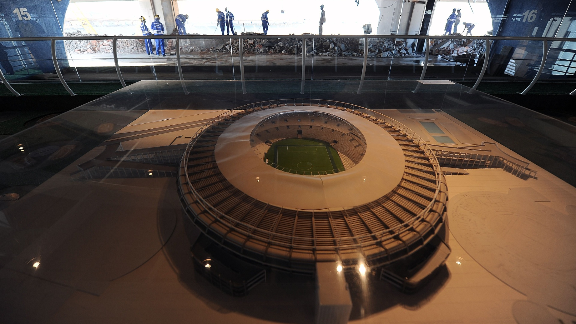 Maquete mostra como ficar o Maracan aps reforma para a Copa-2014; operrios retomaram trabalhos aps greve (19/09/11)