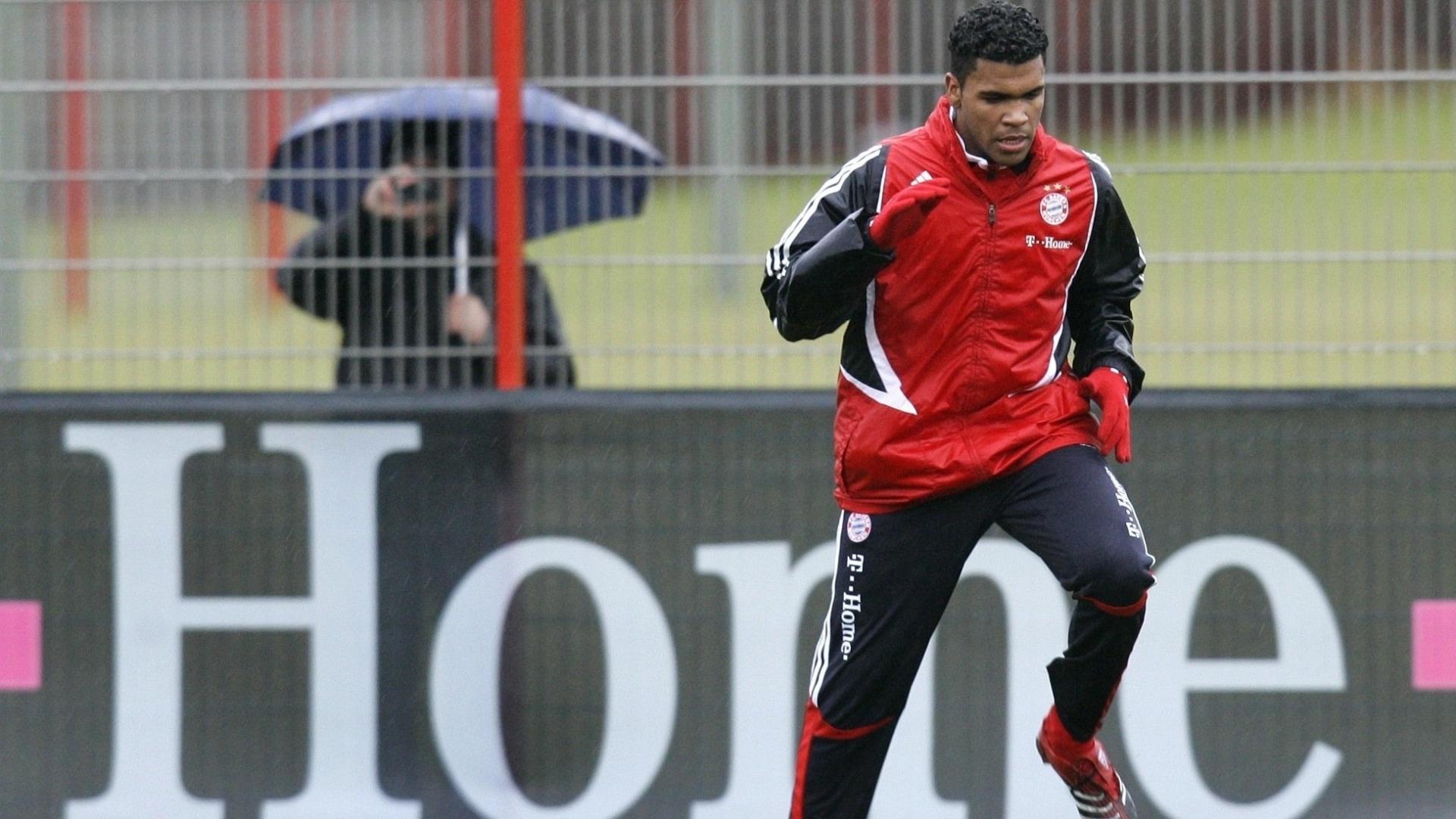 O zagueiro Breno treina no Bayern de Munique (07/01/2008)