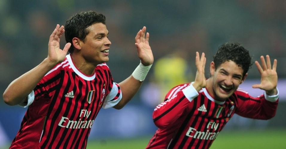 Thiago Silva e Alexandre Pato comemoram gol do Milan, em vitória no Campeonato Italiano