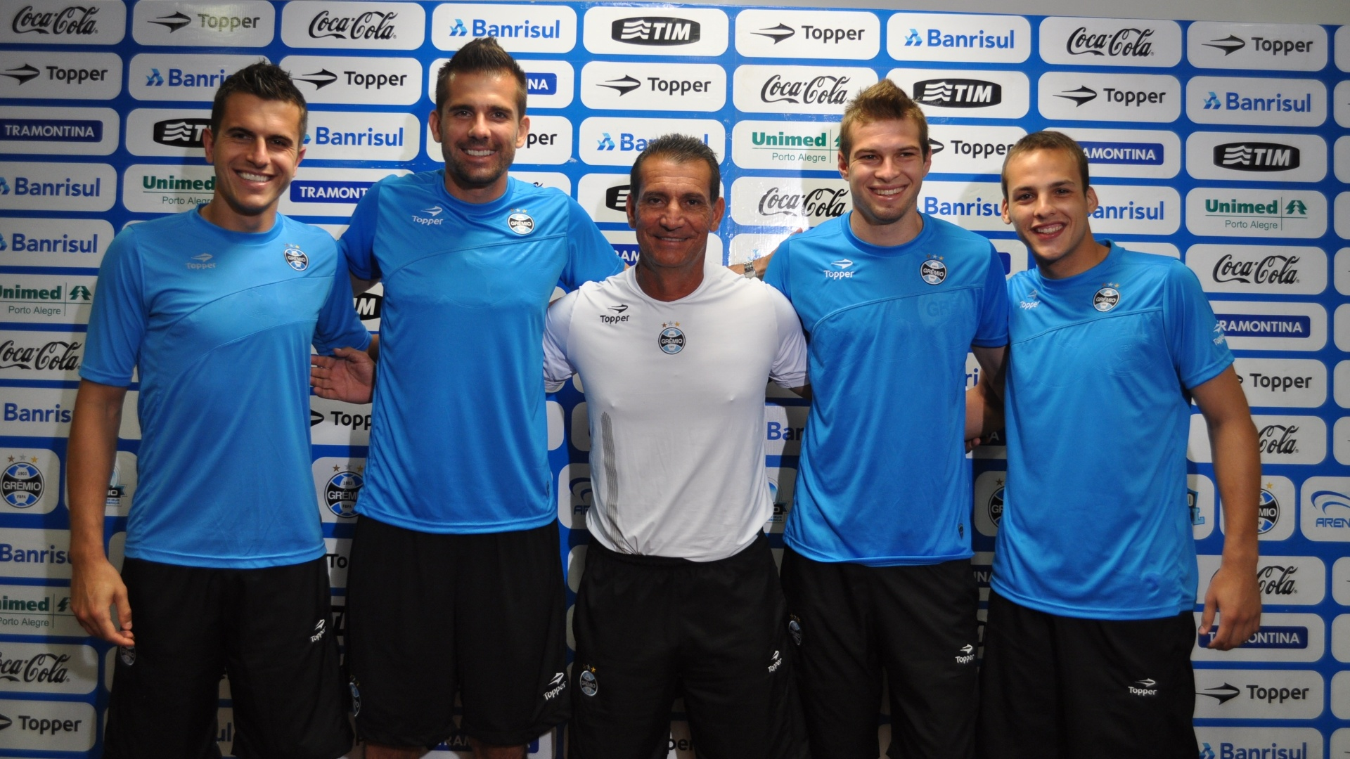 Marcelo Grohe, Victor, Francisco Cerssimo, Busatto e Matheus, goleiros e preparador do Grmio (11/01/2012)