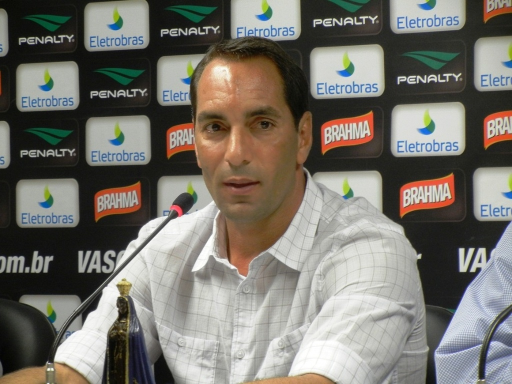 Edmundo se emocionou ao falar sobre sua despedia com a camisa do Vasco