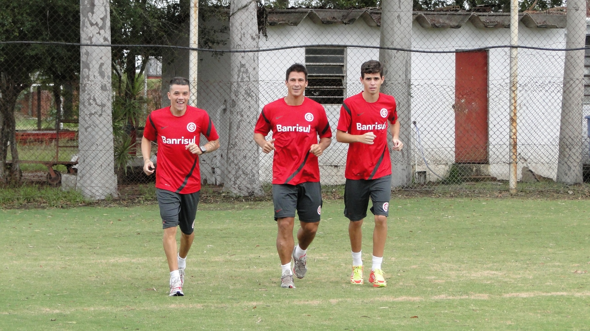 D'Alessandro, ndio e Oscar, do Inter, treinam fisicamente no estdio Beira-Rio (24/02/2012)