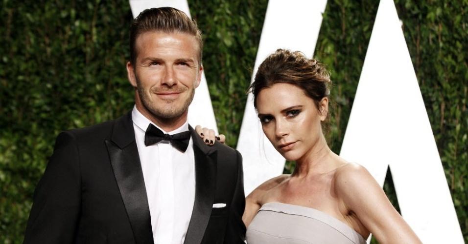 Após a entrega do Oscar, David Beckham e sua esposa Victoria, posam para fotógrafos na chegada a uma festa pós cerimônia