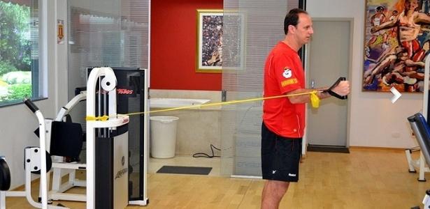 No Reffis, Rogerio Ceni já consegue fazer movimentos de fortalecimento do ombro direito