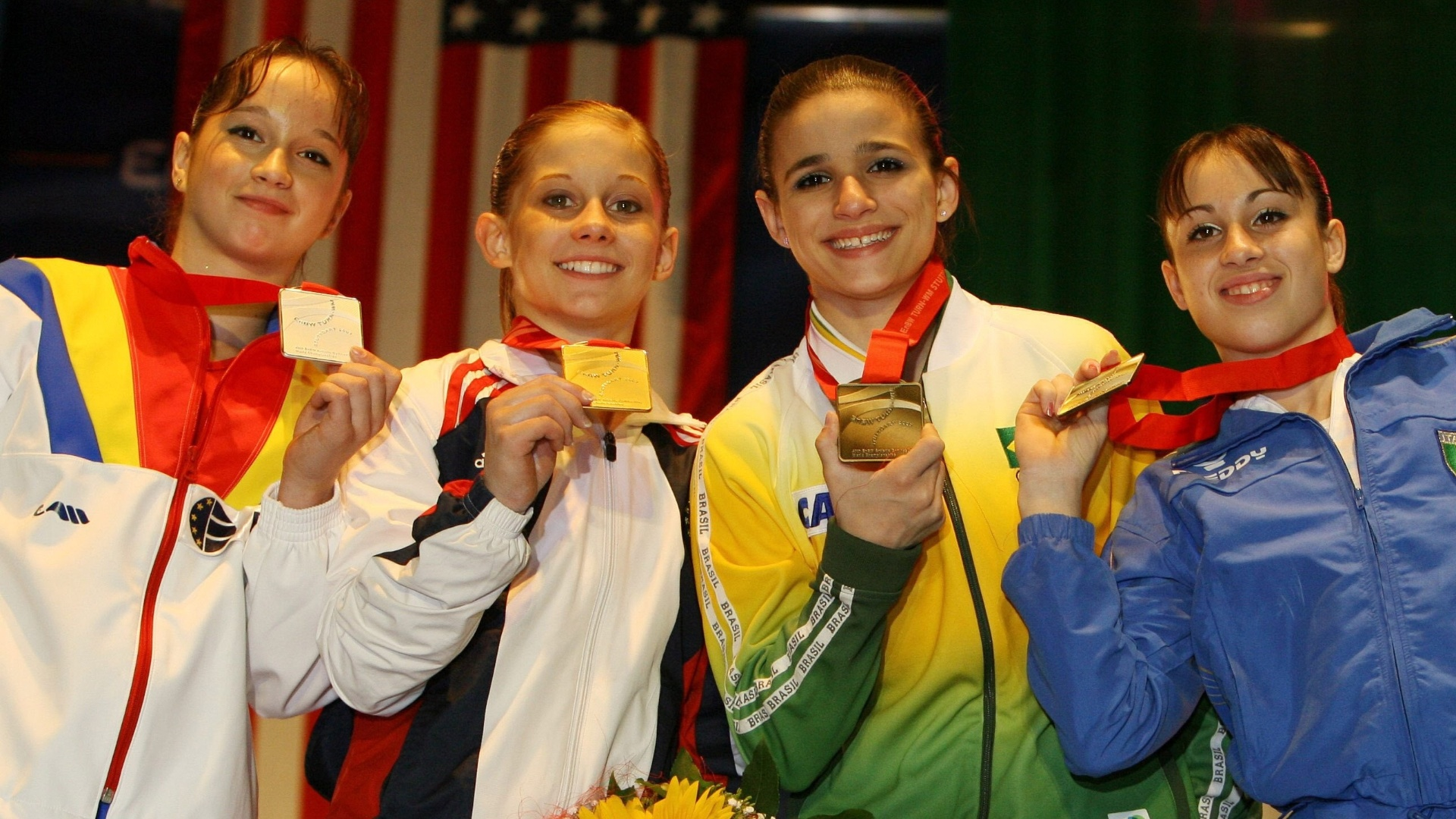 Steliana Nistor, Shawn Johnson, Jade Barbosa e Vanessa Ferrari em pódio do Mundial de 2007
