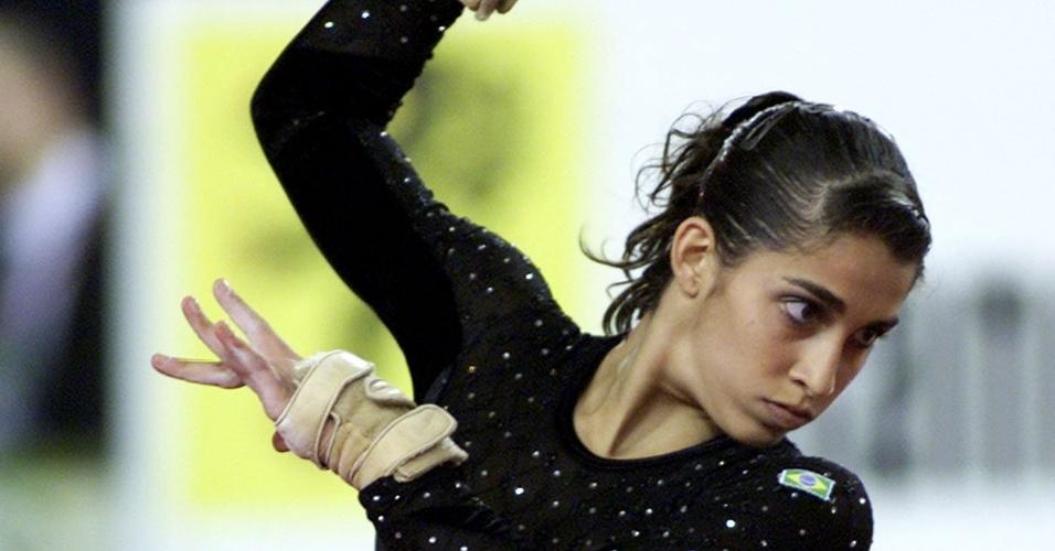 Daniele Hypolito se apresenta no solo e conquista a medalha de prata do Mundial de Ghent, em 2001