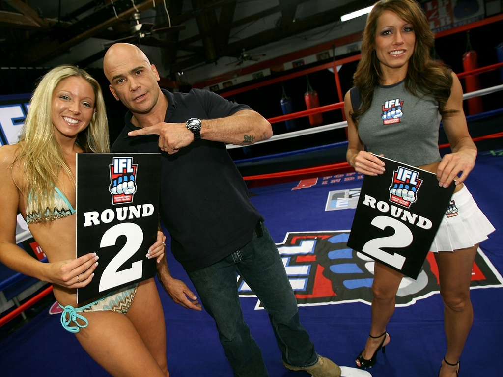Candidatas ao posto de ring girl tm que mostrar simpatia durante concurso nos Estados Unidos