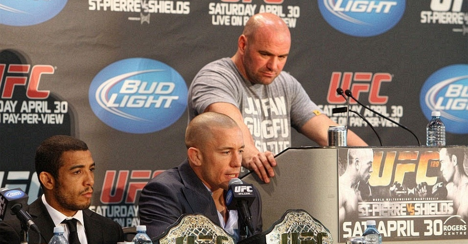 Jos Aldo participa da coletiva do UFC 129 ao lado de Georges St-Pierre e Dana White