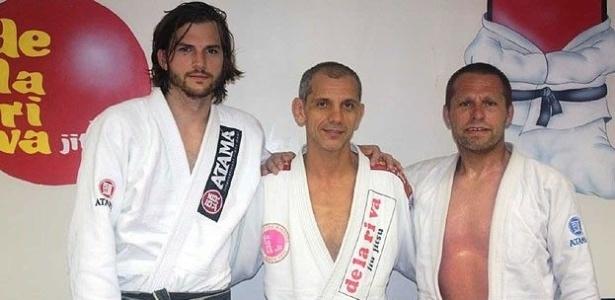 Ashton Kutcher realiza treino de jiu jitsu no Rio de Janeiro com mestre De la Riva