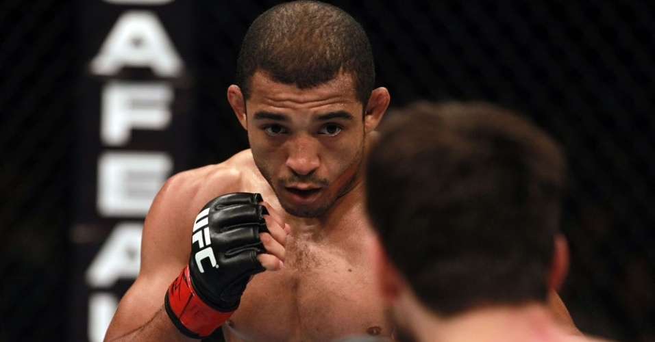 Jos Aldo encara Kenny Florian no UFC 136, durante sua vitria por pontos