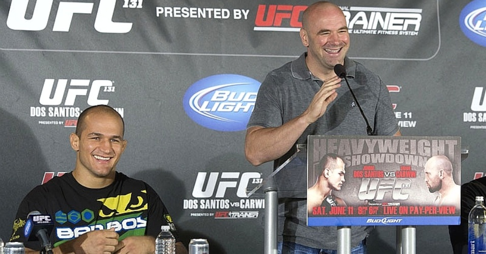 Junior dos Santos participa de entrevista coletiva do UFC ao lado de Dana White