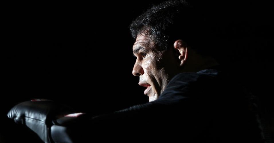 Minotauro se movimenta durante os treinos abertos ao público no Canadá, para o UFC 140