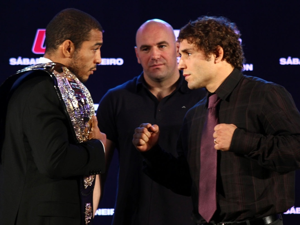 Jos Aldo e Chad Mendes posam em coletiva para o UFC 142, no Rio