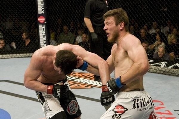 Dan Miller atinge a cabea de Chael Sonnen em duelo no UFC 98, em 2009, no qual Sonnen se recuperou de revs para Demian Maia e venceu
