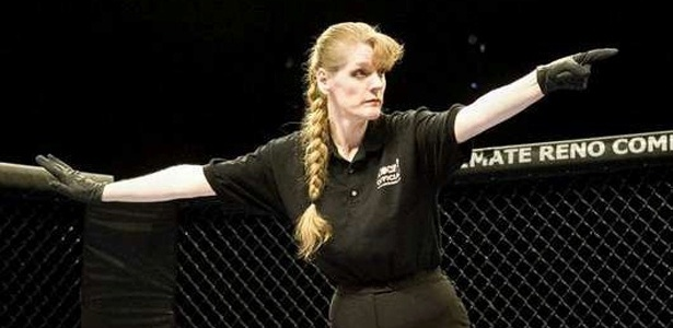 Kim Winslow foi a primeira mulher a arbitrar um combate do UFC, em 2009