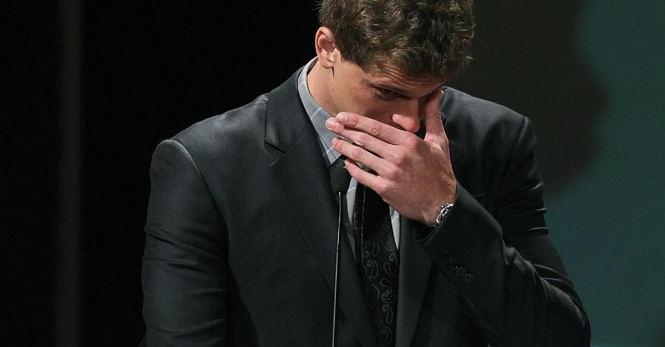 Cesar Cielo se emociona ao vencer a eleição de melhor atleta de 2011 no Prêmio Brasil Olímpico
