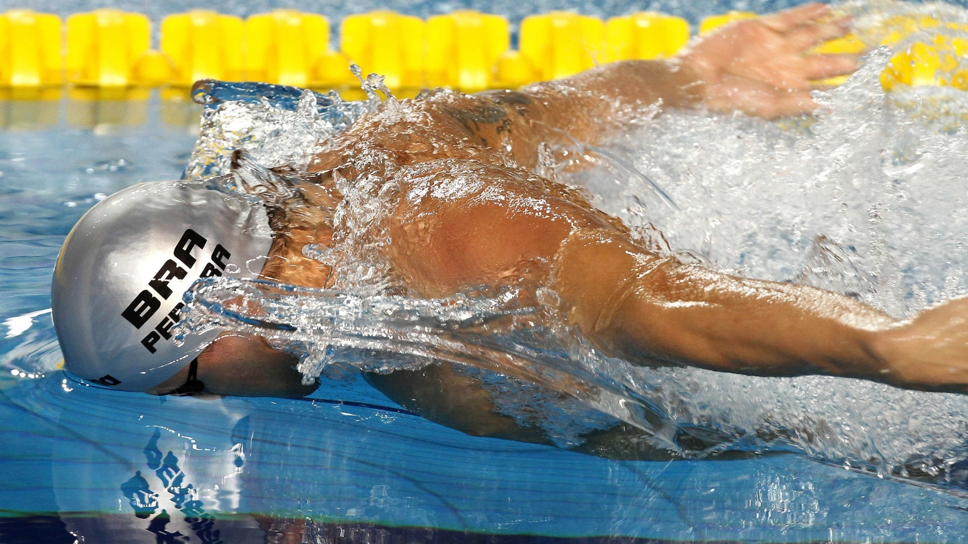 Thiago Pereira nada final dos 400m medley para conquistar a primeira medalha de ouro brasileira no Pan de Guadalajara (15/10/2011)
