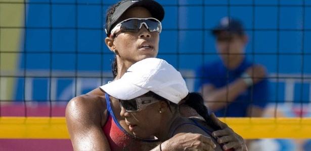 Yarleen Santiago e Yamileska Yantin, de Porto Rico, comemoram vitória sobre dupla argentina no Pan-Americano