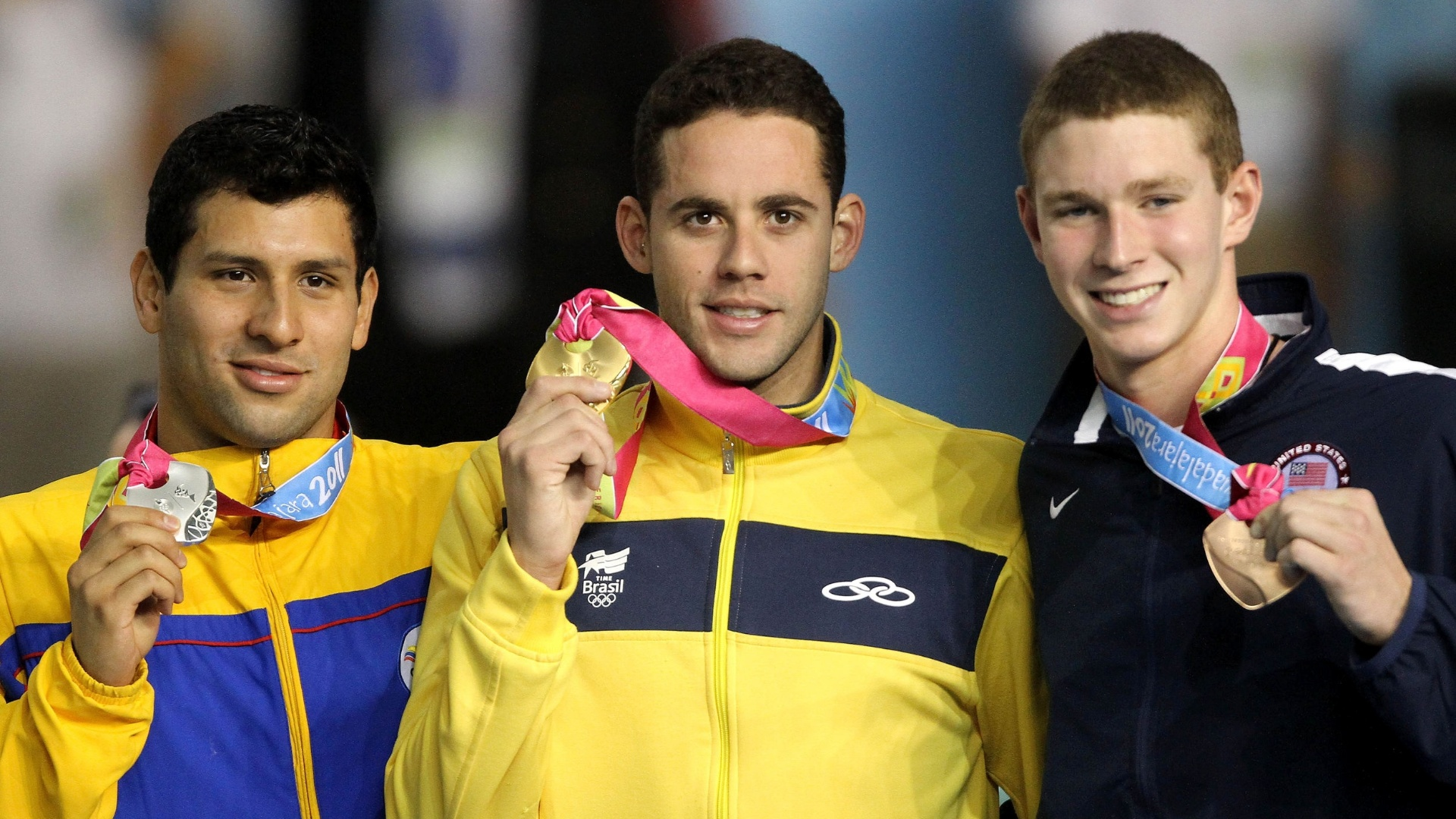 Thiago Pereira ganhou o ouro nos 200 m costas em Guadalajara (21/10/2011)