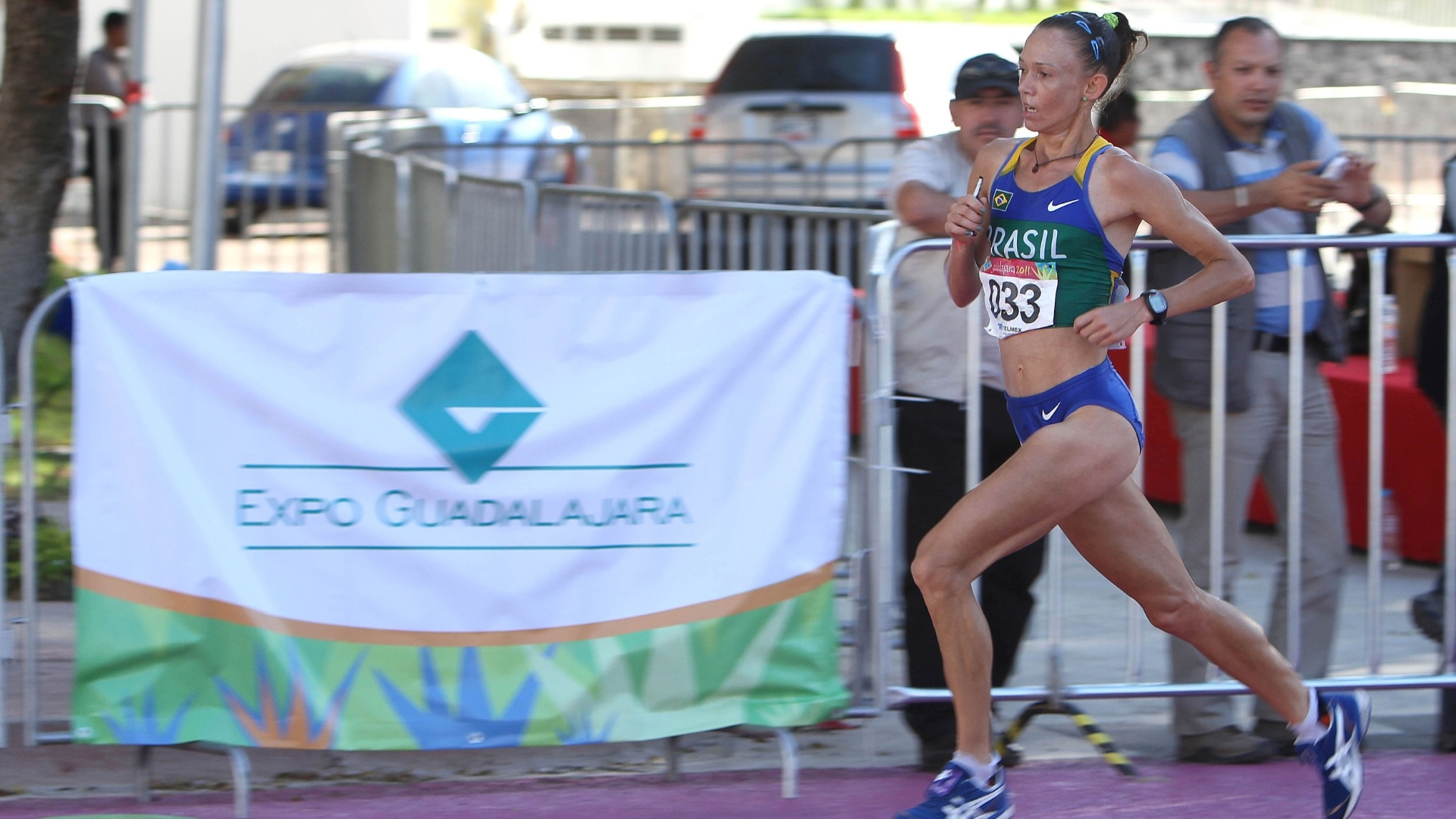 Adriana Aparecida da Silva disputa a maratona feminina do Pan de Guadalajara (23/11/2011)