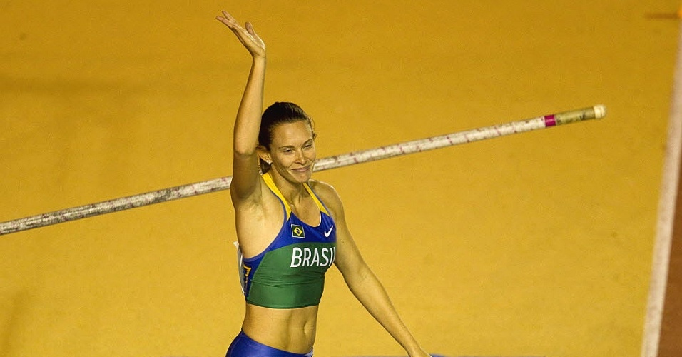 Fabiana Murer salta na tentativa do bicampeonato do salto com vara no Pan; brasileira ficou com a prata (24/10/2011)
